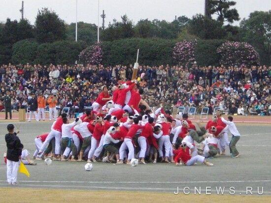 Японские кадеты ведут битву за деревянные столбы