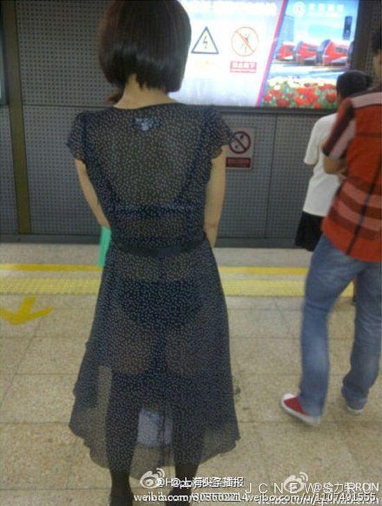 прозрачные платья в транспорте