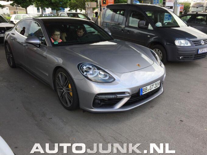 Официальные фото нового Porsche Panamera показали без ведома компании