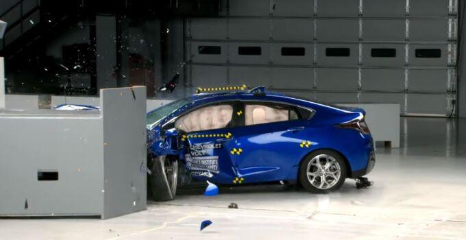 IIHS сообщил, как поведет себя Chevrolet Volt в авариях
