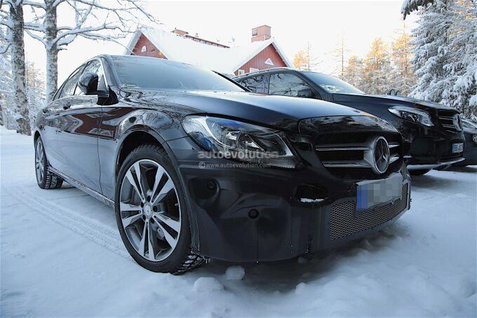 Обновленный Mercedes-Benz C-Class показал отделку салона