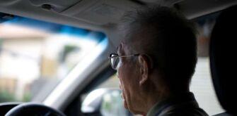 Японские власти предлагают пожилым водителям скидки на похороны