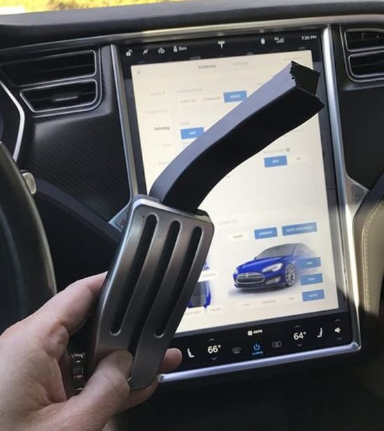 Новые проблемы с Tesla Model S: педаль акселератора может сломаться