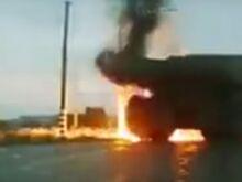 Шина БелАЗа взрывается с пушечным грохотом (Видео)