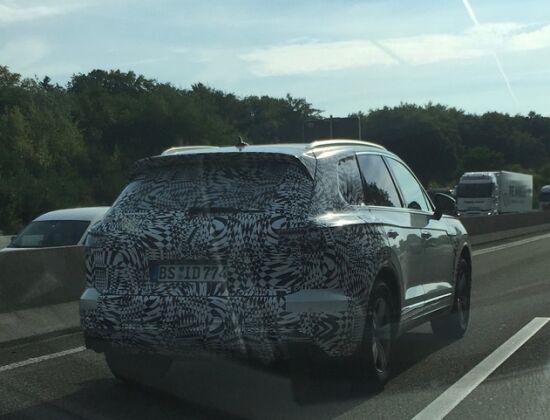 Volkswagen вывел Touareg на автобан