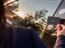 Tesla Model 3 подробнее показала отделку салона