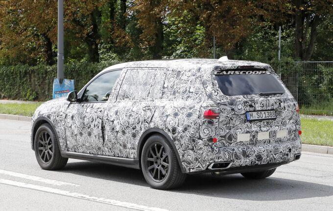 BMW X7 получит три двигателя