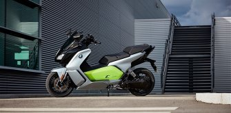BMW выпустил в продажу первый в мире электрический скутер премиум-класса