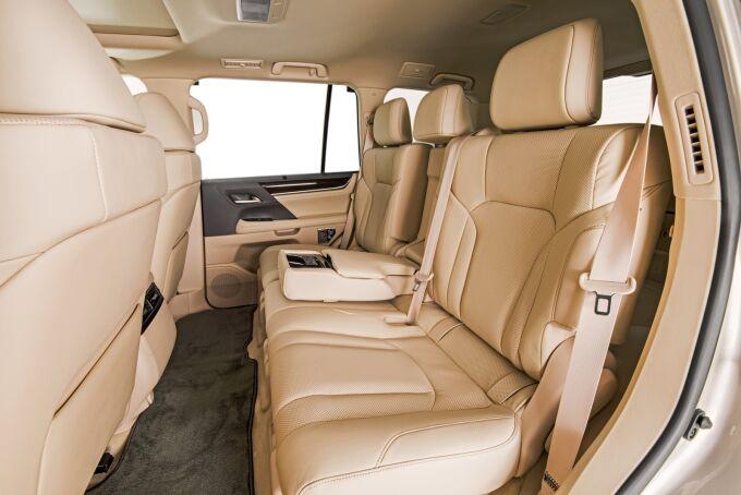 Lexus привез в Лос-Анджелес пятиместный LX