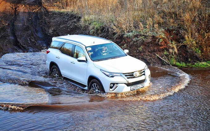 Toyota Fortuner: первый тест-драйв