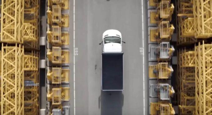 Mercedes показал последний тизер Sprinter перед дебютом