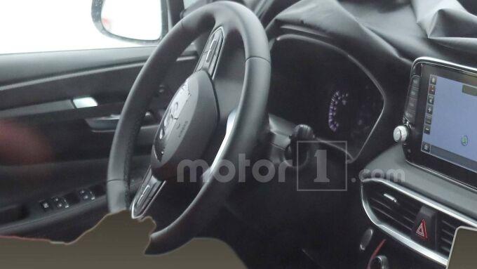 Hyundai Santa Fe случайно показал отделку салона