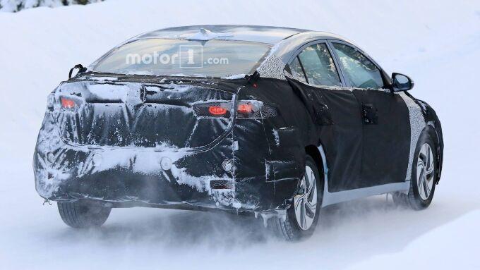 Hyundai тестирует электрическую версию Elantra