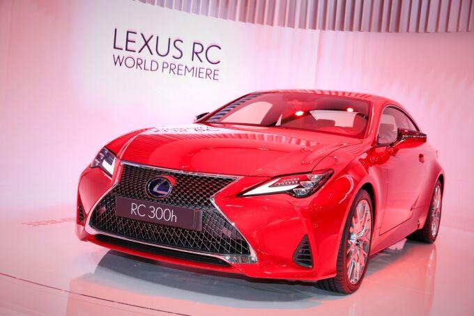 Lexus RC показали в Париже