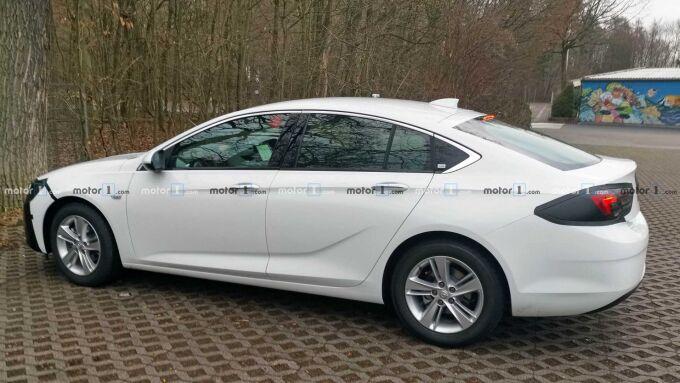 Opel снова вывел на тестирование Insignia Grand Sport