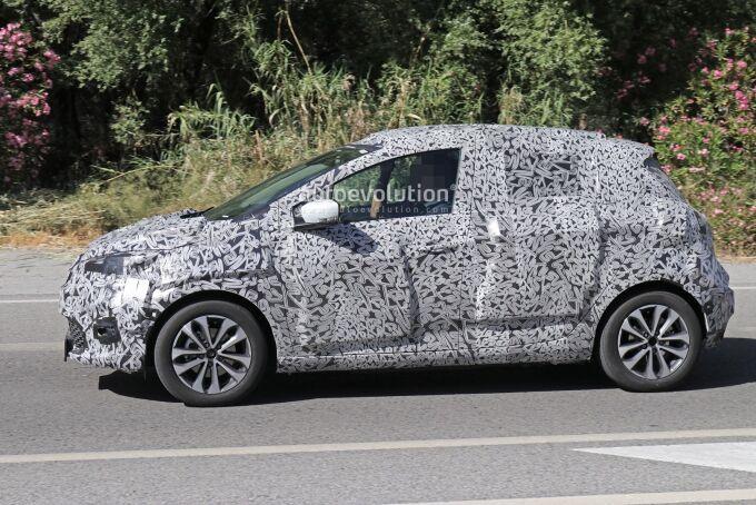 Renault тестирует новый Zoe и подумывает о версии RS