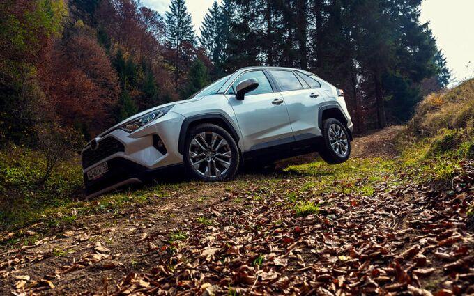 Новая Toyota RAV4: за пределами асфальта