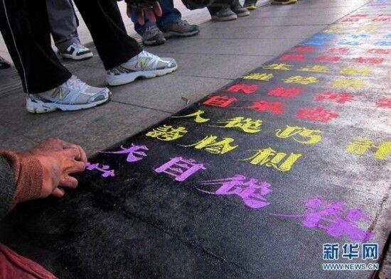Нищая китаянка разбогатела из-за красивого почерка